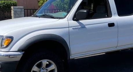 VERY WELL KEPT AND MAINTAINED TOYOTA TACOMA 2003 for Sale in Detroit,  MI