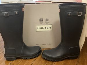 Hunter unisex rain boots size 4boys size 5 girls for Sale in Riverside, CA
