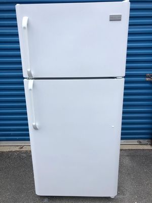Refrigerator Frigidaire for Sale in Frederick, MD