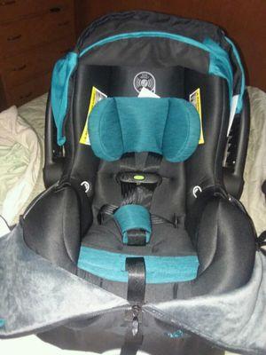 Evenflo newborn car seat for Sale in Delphos, OH