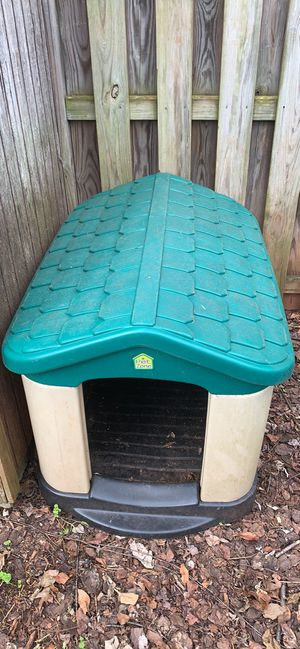 Petzone plastic outdoor doghouse for Sale in Sterling, VA