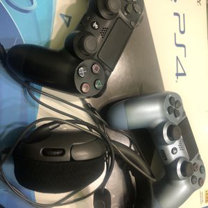 PS4 With 2 Controls / Headset (WARZONE) for Sale in Miami, FL