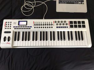 M Audio Axiom Pro 49 (white) for Sale in Union, NJ
