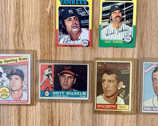 Sports Cards Baseball Basketball 1960s 1970s 1980s 1990s for Sale in Lynnwood,  WA