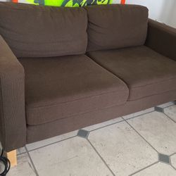 Brown Comfy Couch for Sale in Tampa,  FL