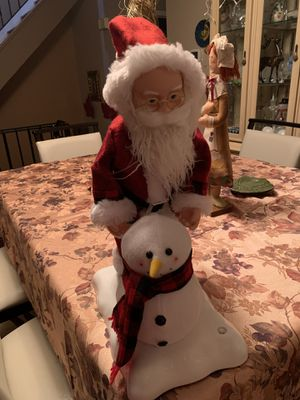 Light up,moving,music Santa making snowman for Sale in Staten Island, NY