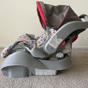 Graco Infant Car Seat With Base for Sale in West Bloomfield Township, MI