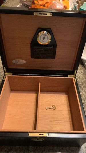 Cigar box in good condition with key for Sale in Cicero, IL