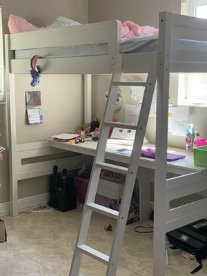 Bed and desk for Sale in Cutler Bay, FL