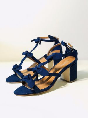 Size9.5 Brand New XYD Chunky Heels sandals with little bows for Sale in Las Vegas, NV