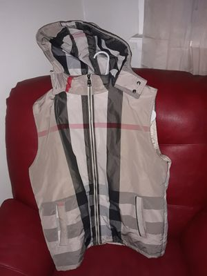 Burberry vest with hoodie Mens Large for Sale in Wilmington, DE