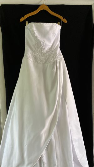 Wedding Dress and Vail for Sale in Germantown, MD