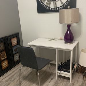 Desk+Lamp+Chair for Sale in Tulare, CA