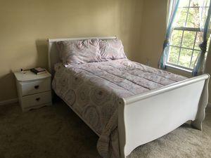 White Bedroom Set (Full Size) for Sale in Monroe Township, NJ