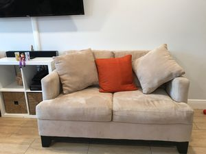 Two comfortable love seats. Clean condition for Sale in North Miami Beach, FL