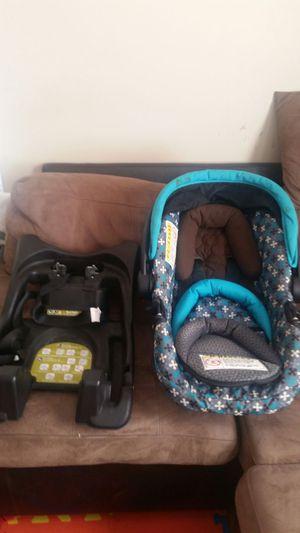 Infantil car seat for Sale in Denver, CO