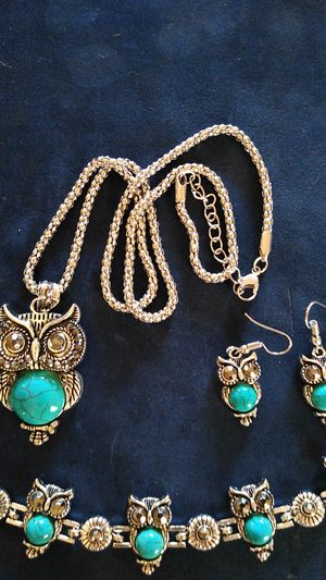 Owl necklace, earrings & bracelet set for Sale in Puyallup, WA