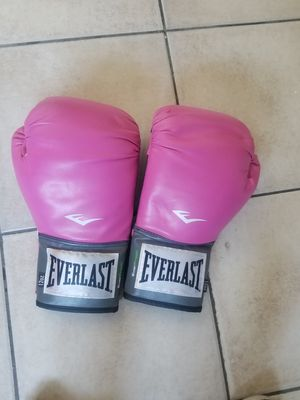 Everlast boxing gloves for Sale in Buena Park, CA