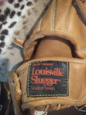 Louisville sluggers baseball glove for Sale in Fort Worth, TX