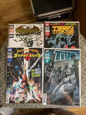 DC comic book lot of 4 with 3 #1issues Batman n Teen Titans for Sale in Upland, CA