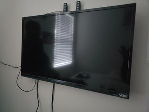 """Vizio 32""""inches tv perfect condition Just got a bigger one for Sale in Haines City, FL"""