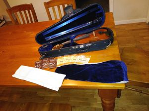 Half size violin, case and bow for Sale in Redmond, WA