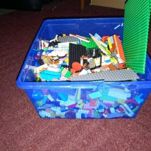 Container Full Of Legos for Sale in Brandon, FL