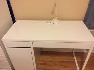 Desk, white for Sale in Chicago, IL