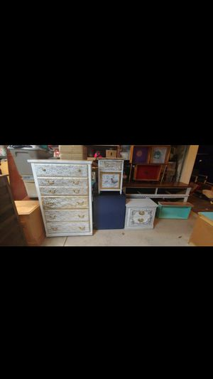Three-piece bedroom furniture set for Sale in Bartow, FL