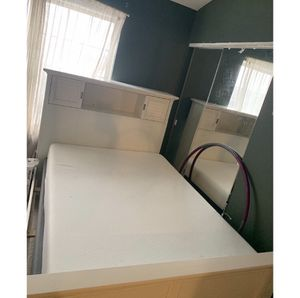 White full size bookcase bed frame (like new) for Sale in Lombard, IL