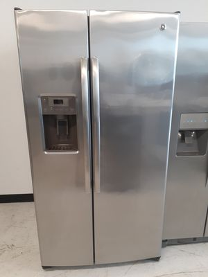 Ge stainless steel side by side refrigerator used in good condition with 90 day's warranty for Sale in Mount Rainier, MD