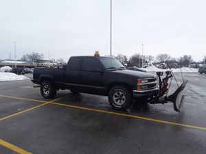 96 Chevrolet Silverado 4x4 plow truck for Sale in Des Plaines, IL