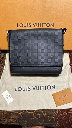 Louis Vuitton Men's Bag for Sale in Los Angeles, CA