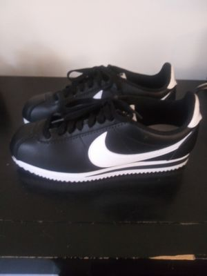 Blk/white Nike size8 for Sale in Decatur, GA