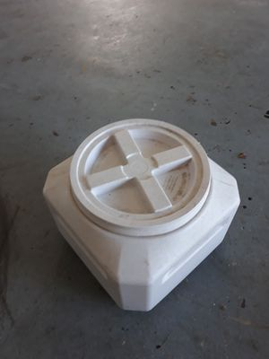 Dog food storage container with sealing lid for Sale in Seminole, FL