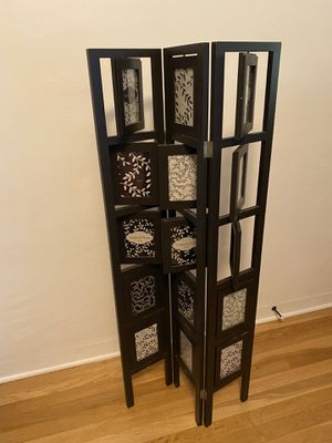 Picture frame holder x30 4x6 pics for Sale in Fresno, CA