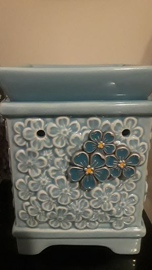 Scentsy Warmer for Sale in Baltimore, MD