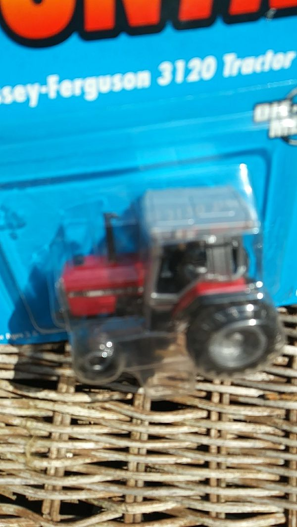 ERTL Farm Country Massey-Ferguson 3120 🚜 Tractor Die Cast Metal