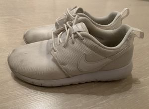 Nike roshes (5Y or 37.5 eur) for Sale in Pembroke Pines, FL