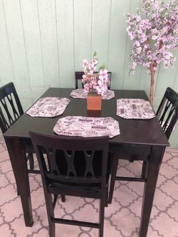 High dinning Table/comedor set With Four Chairs for Sale in Cerritos,  CA