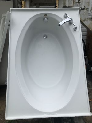 Tub and Jacuzzi for Sale in San Antonio, TX
