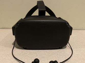 Oculus Quest + In-Ear Headphones + Travel Case for Sale in Aurora,  OR