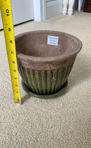 Green flower pot for Sale in Kissimmee, FL