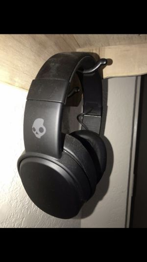 Skull candy || crusher wireless || Bluetooth headphones || extreme bass for Sale in Laton, CA