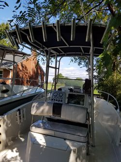 Hello i am selling 21 feet boat center comsole ready to fishing with a 115hp 2013 evenrude in good conditions the price is $9000 only serious buyers for Sale in Fort Washington,  MD