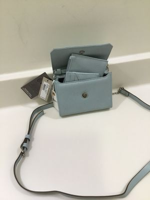 NEW KENNETH COLE COMES W/ TWO SMALL CARD HOLDERS AND MONEY HOLDER for Sale in Apex, NC