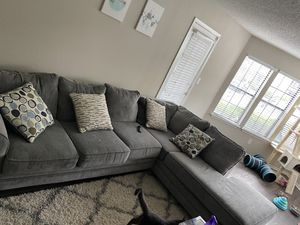 Gray sectional couch for Sale in Duluth, GA