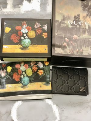 Gucci leather case wallet authentic for Sale in Wheeling, IL