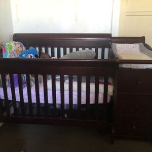 Baby Crib with Changing Table for Sale in Los Angeles, CA