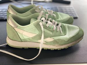 Reebok classics size 6/38.5 for Sale in Portland, OR